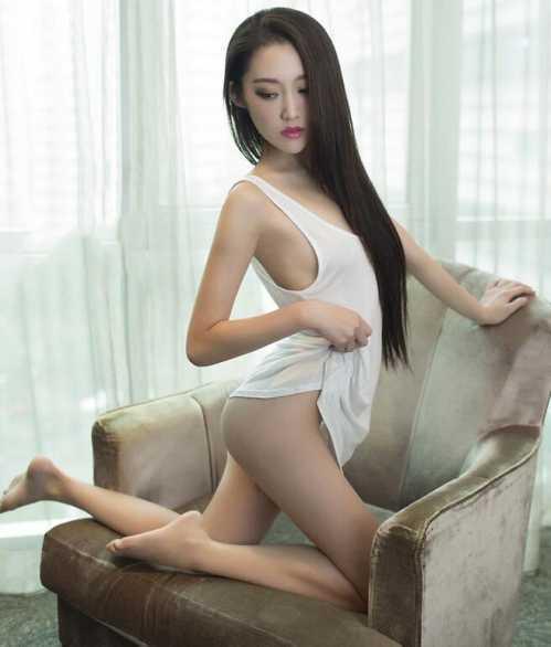 韩国女主播右胸纹身 韩国超甜美女主播居家卖萌全裸生活照图片