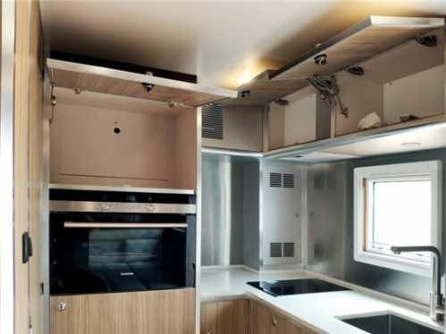 乌尼莫克改装越野房车后舱改装震惊全球 改装房车