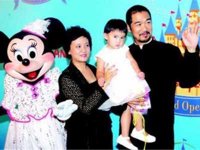 张国立和邓婕领养的孩子长大了 邓婕儿子