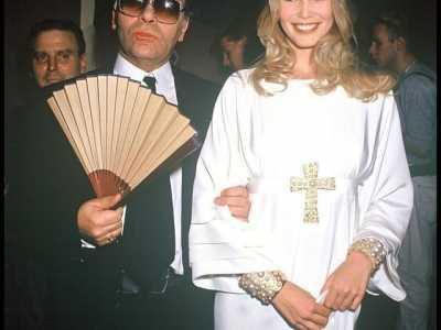 这些年老佛爷在香奈儿高定时装秀牵过的超模新娘 2012香奈儿时装秀