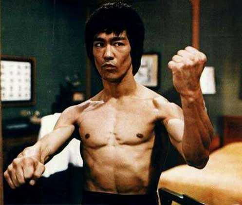 李小龙肌肉图片 怎么练李小龙背肌