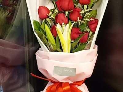 泉州广播中心附近鲜花预定11朵红玫瑰 泉州花店店